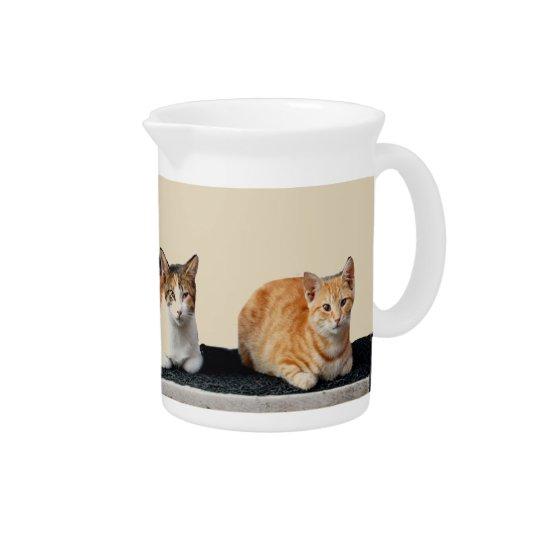 3匹の猫 ピッチャー