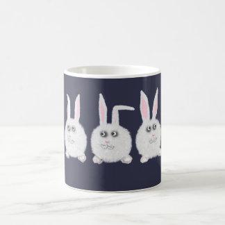 3匹の甘く白いバニーウサギ コーヒーマグカップ