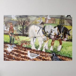 3月に耕している重い馬 ポスター