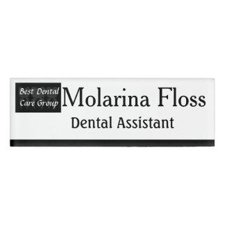 3本の賢い歯の歯科医の名札 名札