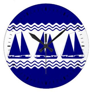 3濃紺そして白い沿岸装飾のヨット ラージ壁時計