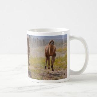 3頭の若いラクダ コーヒーマグカップ