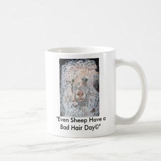 "302010badhairdayに、""ヒツジ悪い毛が…あります コーヒーマグカップ"