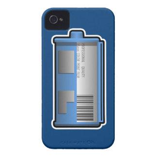 35mmのフィルムの小さなかんのブラックベリーの箱(青いbckgrd) Case-Mate iPhone 4 ケース