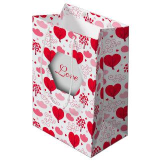 3D愛、ハートの木およびピンクの雲 ミディアムペーパーバッグ