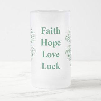 4つの葉のクローバーの意味: 希望、信頼、愛、運 フロストグラスビールジョッキ