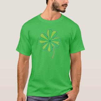 4つの葉のクローバー Tシャツ