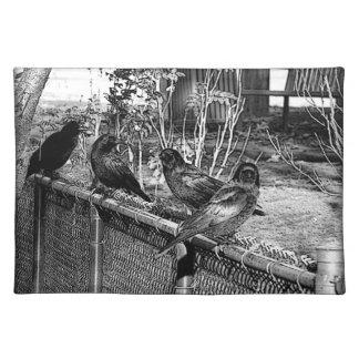 4羽のカラスの場所マット ランチョンマット