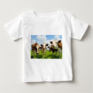 4頭の雑談牛 ベビーTシャツ