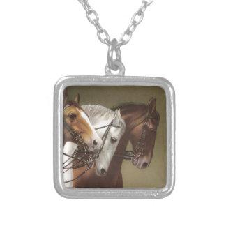 4頭の馬のヴィンテージの芸術のネックレス シルバープレートネックレス