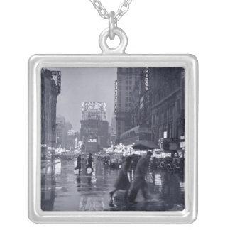 40年代ニューヨークシティの雨夜 シルバープレートネックレス