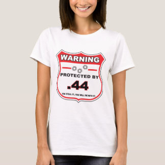 44 shield.pngによって保護される tシャツ