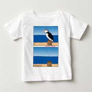 487羽のツノメドリの漫画 ベビーTシャツ