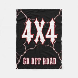4x4は道を離れて行きます フリースブランケット