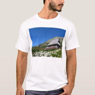 5つの池の谷の小屋、TatrasのTシャツ Tシャツ