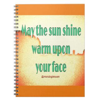 5月あなたの顔に暖かい太陽の輝やき ノートブック