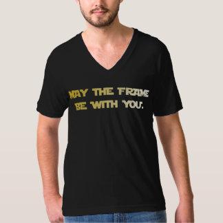 5月フレームはあなたと- V首です Tシャツ