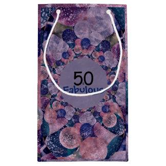 50およびすばらしい紫色は誕生日を風船のようにふくらませます スモールペーパーバッグ