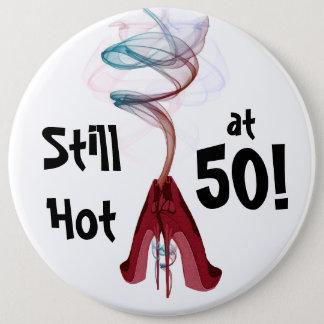 50でまだ熱い! おもしろいの誕生日巨大なPin 缶バッジ