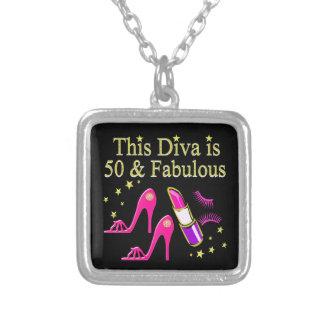 50及びすばらしい眩ます花型女性歌手のデザイン シルバープレートネックレス