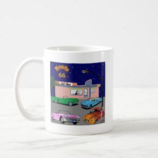 50年代のダイナーのルート66およびヴィンテージ車 コーヒーマグカップ
