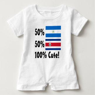 50%のニカラグア人50%のコスタリカ人かわいい100% ベビーロンパース