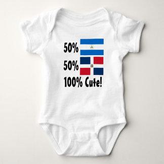 50%のニカラグア人50%のドミニコ共和国人かわいい100% ベビーボディスーツ