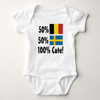 50%のベルギー人50%のスウェーデン語かわいい100% ベビーボディスーツ