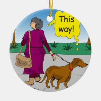 533この方法お母さんの歩く犬の漫画 セラミックオーナメント