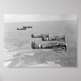56 Sqnの行商人の台風。 RAF ポスター