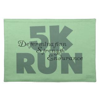5Kは緑にスポーツの走を走ります ランチョンマット
