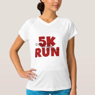 5Kは赤いランニングを5K走ります Tシャツ