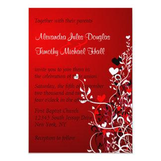 5x7招待を結婚する黒および赤いハートの渦巻 カード