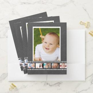 6つの写真の名前入りな写真の巻き枠ののどの黒板 ポケットフォルダー