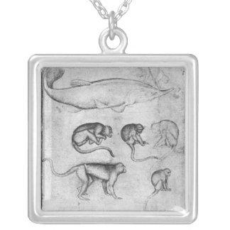 6匹の猿およびチョウザメ シルバープレートネックレス