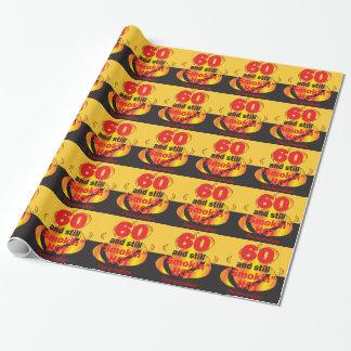 60およびまだSmokin熱い|の第60誕生日 ラッピングペーパー