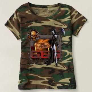 666人の女性カムフラージュのTシャツ Tシャツ