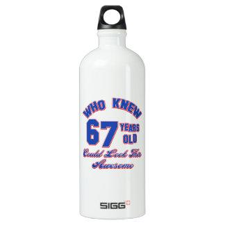 67歳の誕生日のデザイン ウォーターボトル