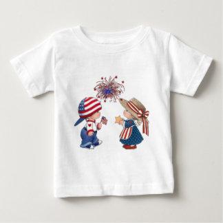7月の着色のページの第4 ベビーTシャツ