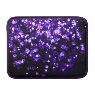 7月4日の紫色の花火の破烈 MacBook スリーブ