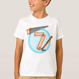 7歳の男の子の建築者用具の誕生日のデザイン Tシャツ
