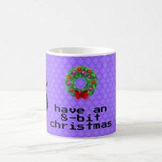 """""""8ビットクリスマス""""のコーヒー・マグ(紫色) コーヒーマグカップ"""