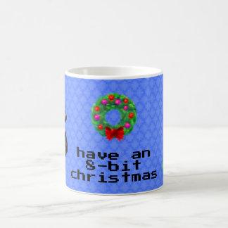 """""""8ビットクリスマス""""のコーヒー・マグ(青い) コーヒーマグカップ"""