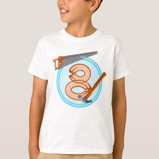 8歳の男の子の建築者用具の誕生日のデザイン Tシャツ