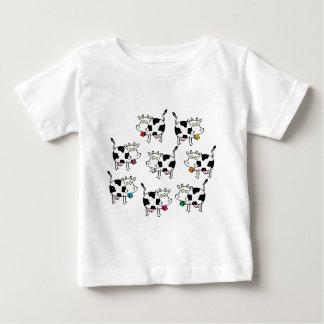 8頭の牛の女性 ベビーTシャツ
