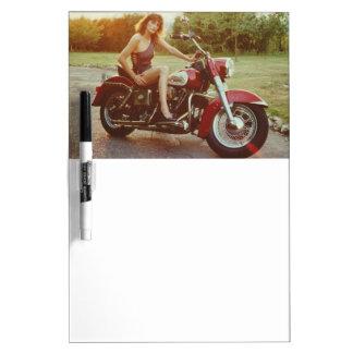 80年代のオートバイのピンナップの女の子 ホワイトボード