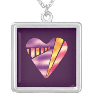 80年代のスタイルのピンクおよび紫色愛ハート シルバープレートネックレス