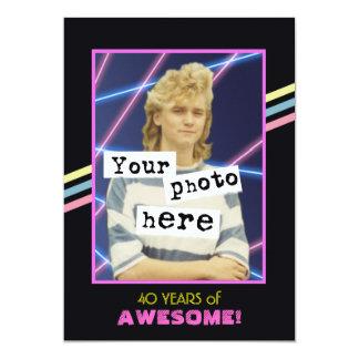 80年代のレトロのスタイルの写真のパーティーの発表 カード