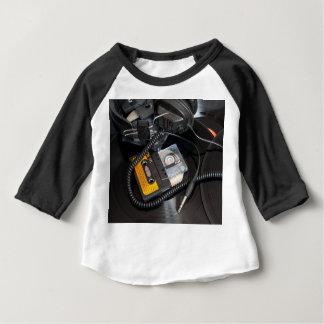 80年代のレトロのデザイン ベビーTシャツ
