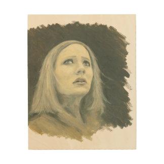 8x10を調べている若いブロンドの女性のポートレート ウッドウォールアート